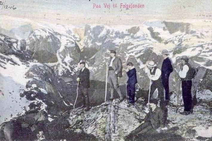 """Paa veg til Folgefonden"""