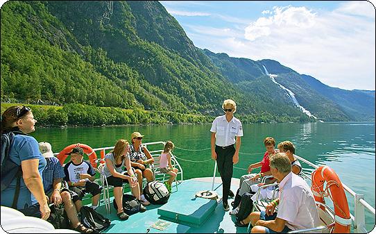 https://folgefonna.info/wp-content/uploads/fjordsightseeing-akrafjorden-oppleving.jpg